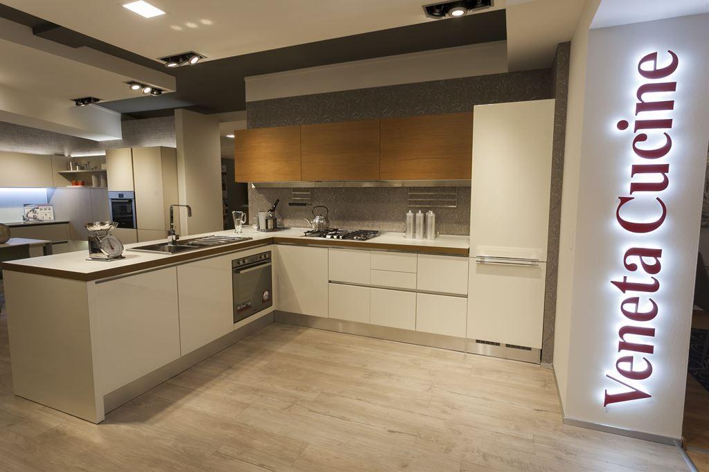 Ferroni mobilia arredamenti veneta cucine cucina oyster for Mobilia arredamenti