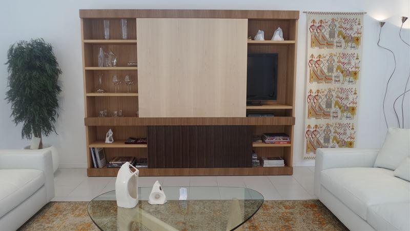 Ferroni mobilia arredamenti morelato parete maschera for Mobilia sassari
