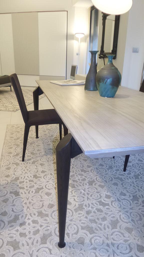 Ferroni mobilia arredamenti shake design tavolo hio for Mobilia sassari