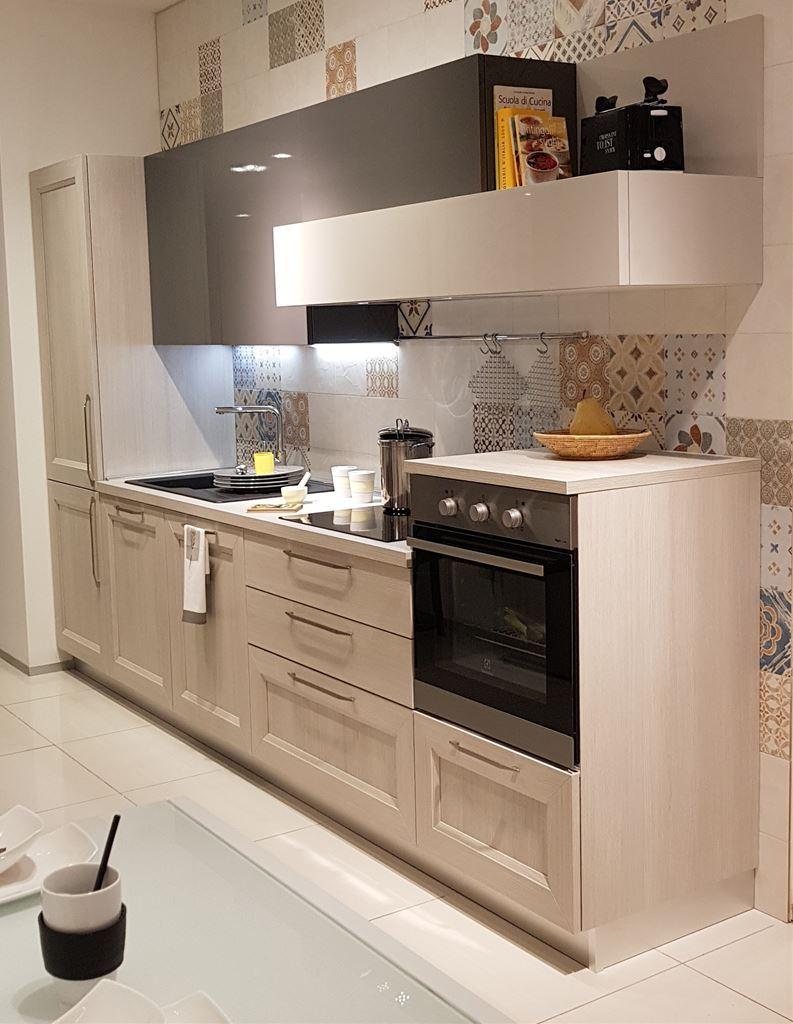 Ferroni mobilia arredamenti veneta cucine cucina tablet for Mobilia arredamenti
